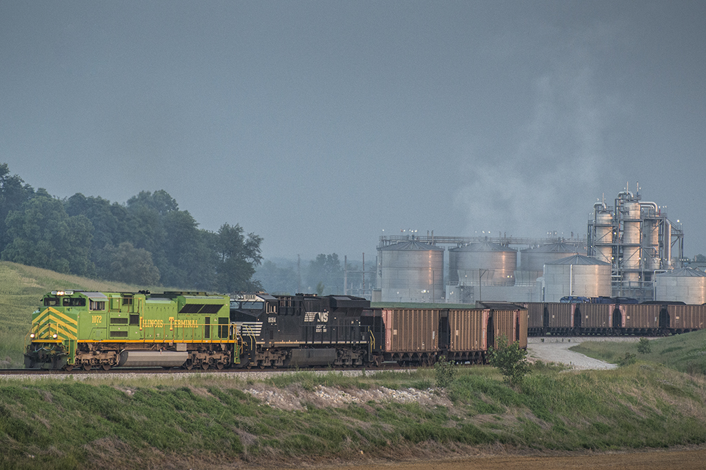 06.02.15 Illinois Terminal Heritage Unit leaves SYTRAN Dock 4, Mt. Vernon, IN