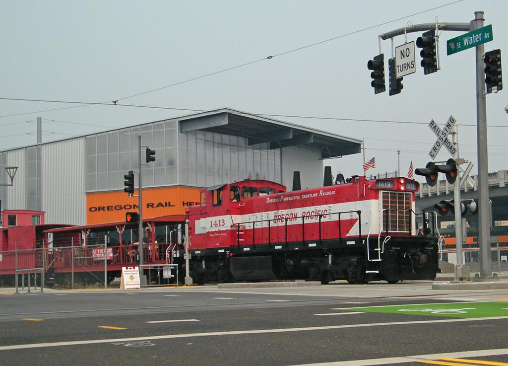 BNSF #2959 & #2707 sit idle in BNSF's Lake Yard in Portland OR. - Matt Gentry